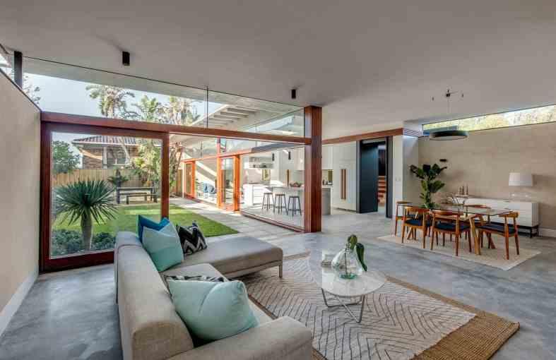 Sophisticated Beach House Decor: The Eurhythems House: A Sophisticated Beach House In