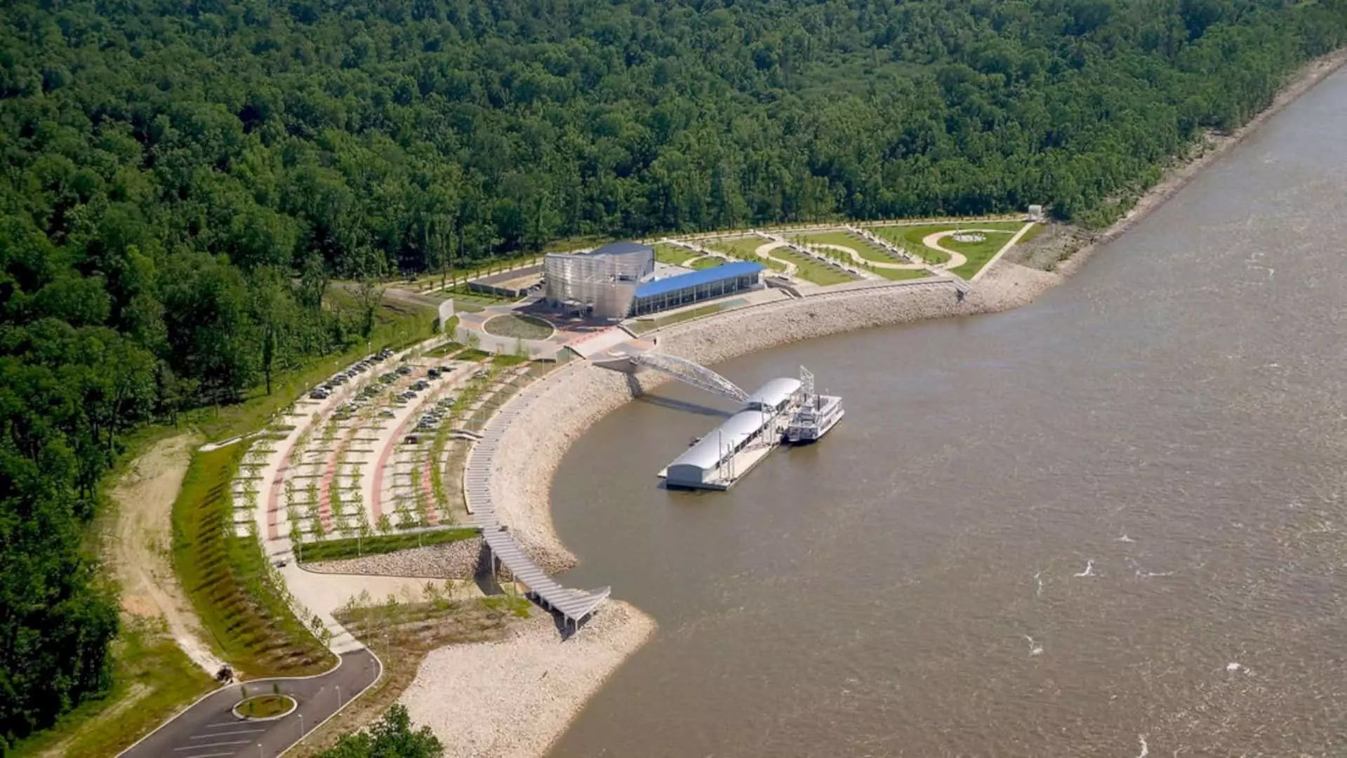 Tunica River Park: A Large Park near the Mississippi River with A Scenic Look
