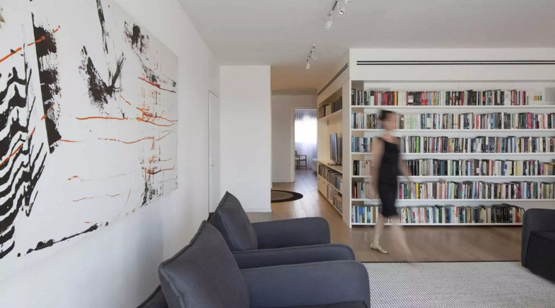 E Penthouse: A Large Apartment with Modern Interior and A Library in the Middle of the Public Space