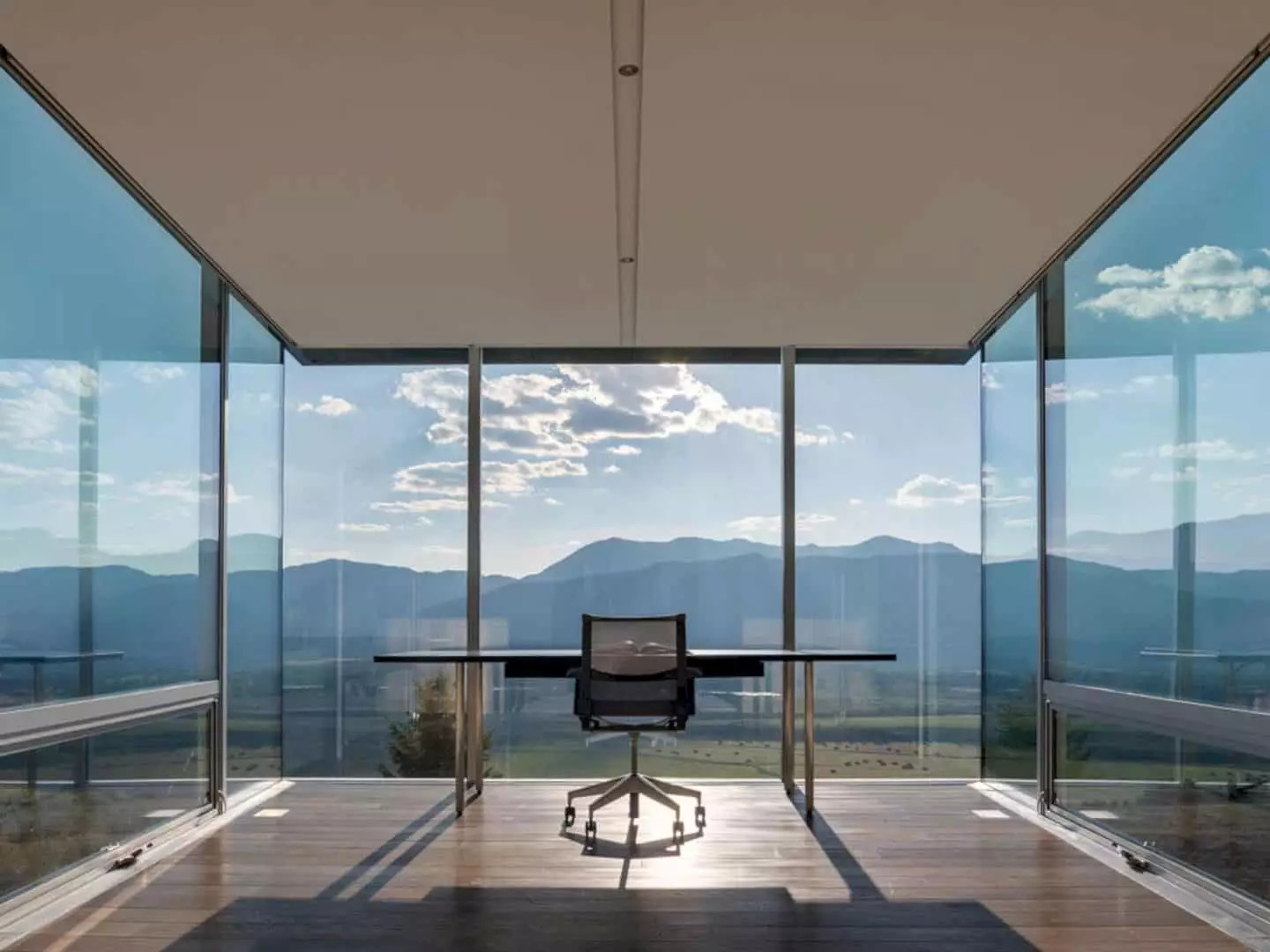 Jackson Residence: Elegant and Calm Retreat with Extraordinary Views of the Landscape