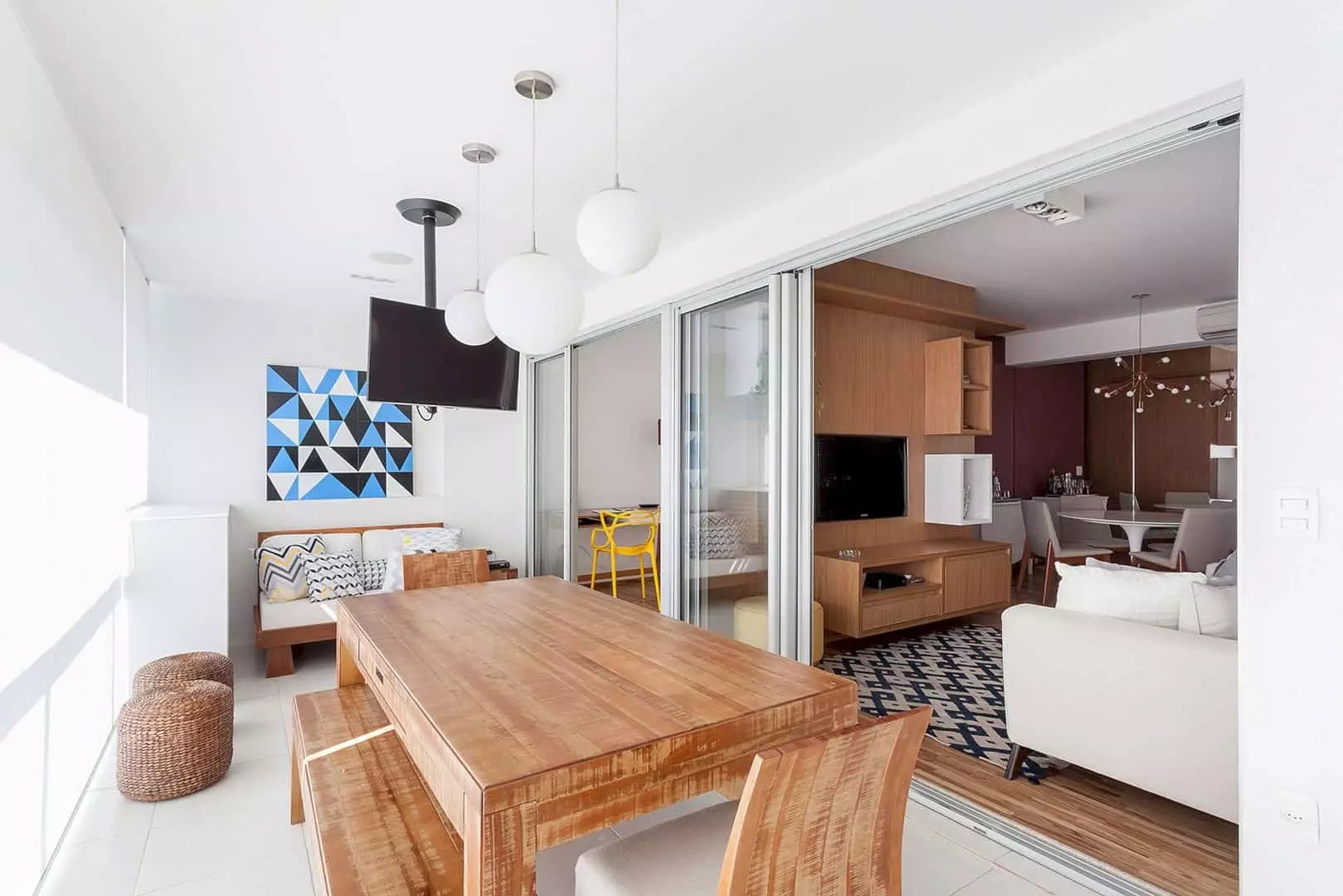Michigan Apartment: A Cozy Home with A New Look and Original Existing Structure
