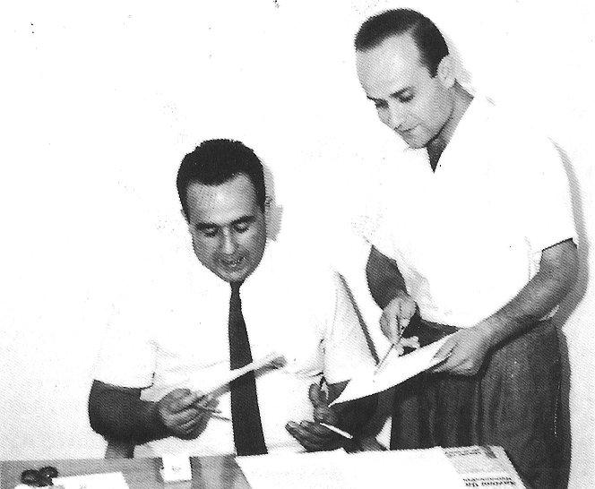 """Il direttore di Trapani Nuova, Nino Montanti, e il caporedattore Alberto Sinatra in redazione (da Mario Gallo - """"Nino Montanti. Politico e Uomo"""", Trapani Nuova 1993)"""