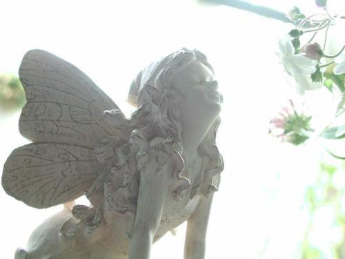 香りをかぐ天使