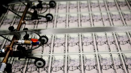 «An orgy of money printing»: Since the financial crisis the Federal Reserve has ballooned its balance sheet from 900 to nearly 4500 billion Dollars.