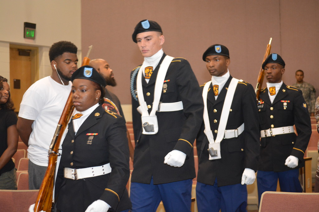 ROTC studetns at a ceremony.