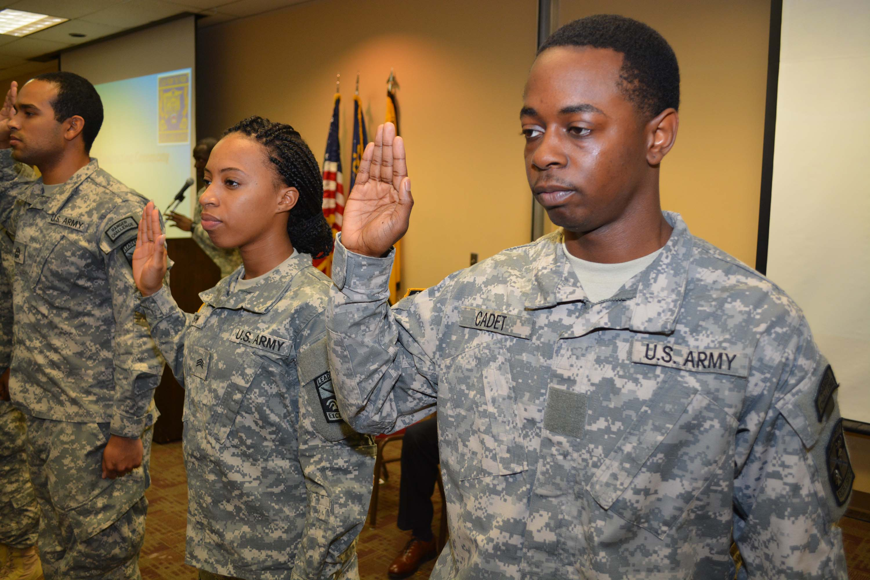 Cadets sign contracting agreement with U.S. Army