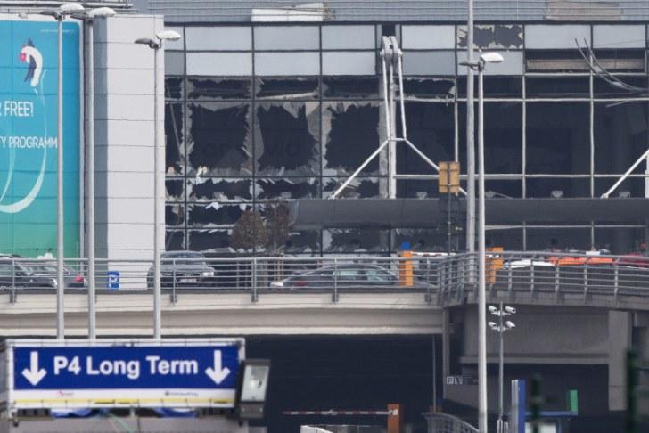 ブリュッセル国際空港の窓