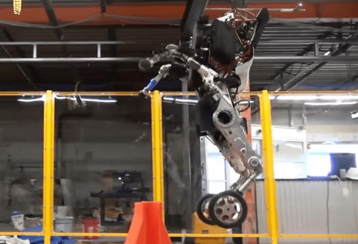 跳躍するロボット