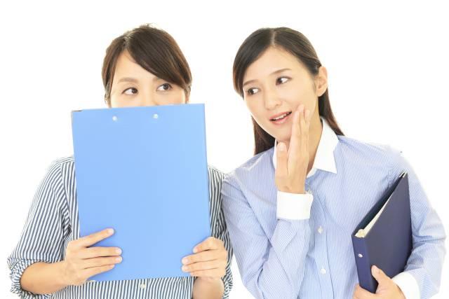 フルサポートneoの口コミを話す女性のイメージ