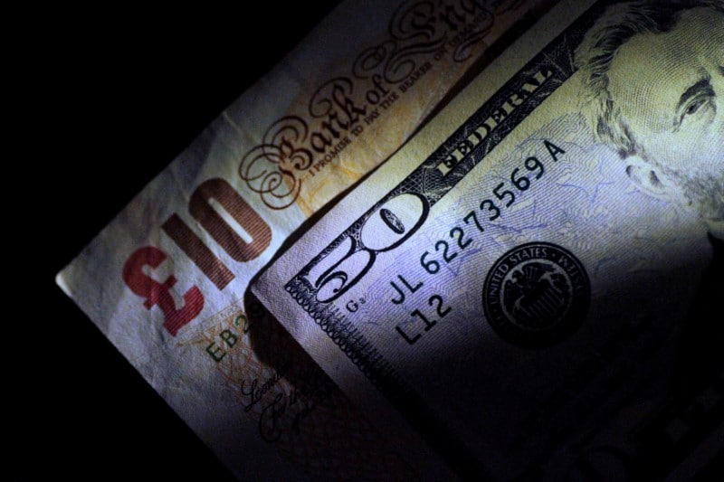 Forex Signals - Dollar Weakens Ahead of Sterling
