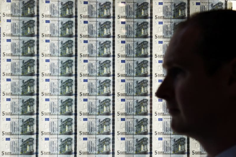 Forex Signals - Euro holds gains as traders brace for ECB meeting