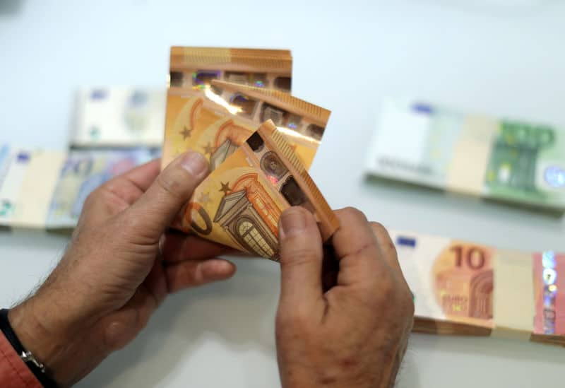 Forex Signals - Euro Eases From Highs