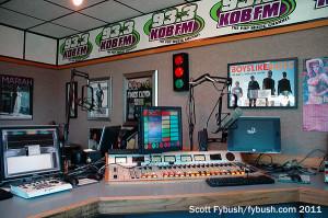 KKOB-FM 93.3