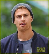 theo-james-divergent-break-nyc-03