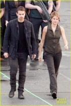 shailene-woodley-theo-james-are-back-to-work-on-insurgent-27
