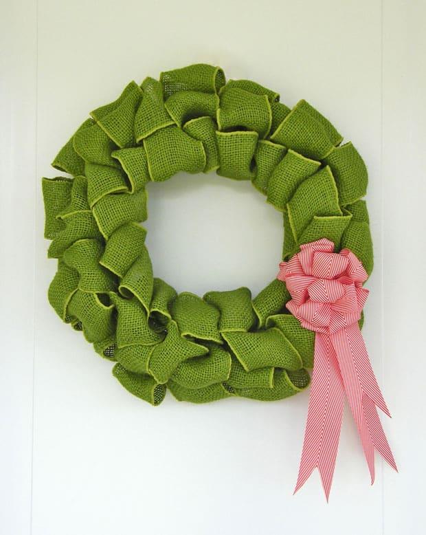 Coloured burlap wreath with a chevron candy cane bow. wreath Tutorial