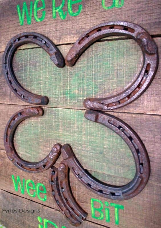 St. Pat's horseshoe #pallet sign #holiday #diy #stpats #march #green #spring #irish