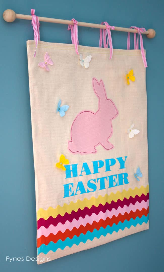 sweet Easter bunny wall hanging #easter #holidays #spring #easterbunny