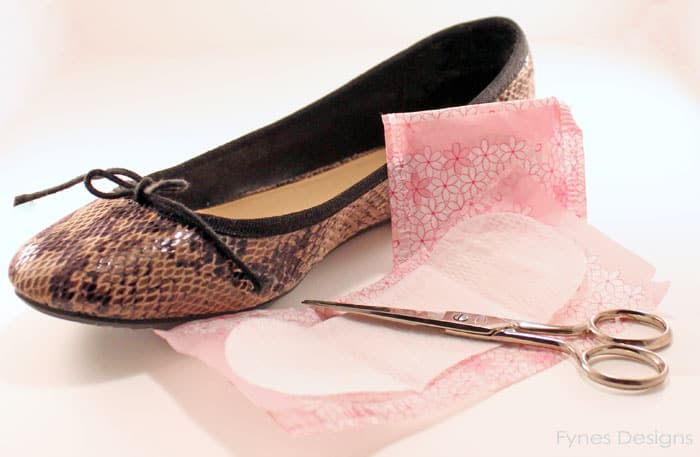 How to Fix Shoes that are Too Big: DIY Shoe Inserts tutorial featured by top US DIY blog, Fynes Designs