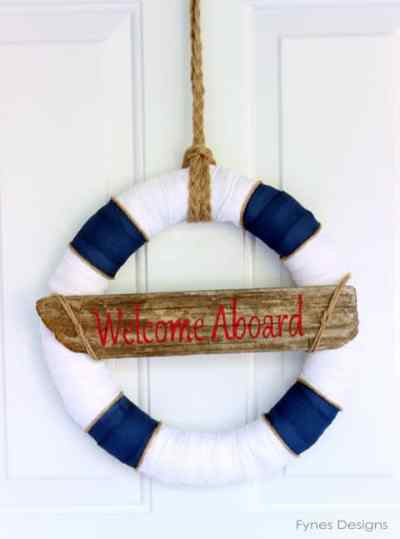 Summer wreath idea swimsuits on the clothesline fynes for Anchor door decoration