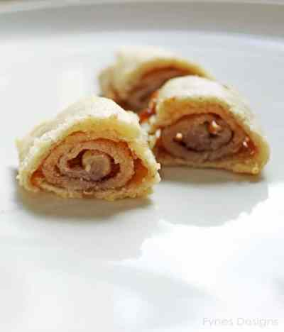 The most delicious pastry cinnamon roll you'll ever eat, in 3 SIMPLE steps. fynesdesings.com