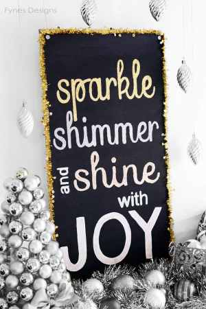 Glitter #holiday Joy painted sign. Plus create your own sign with a free cut file.