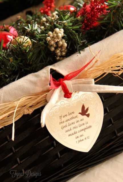 Hang a scripture ornament to a #Christmas gift #cbias