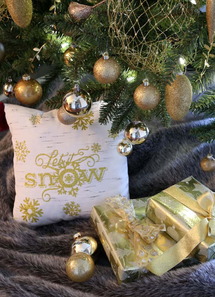 Let it snow pillow with HTV - Free silhouette cut file