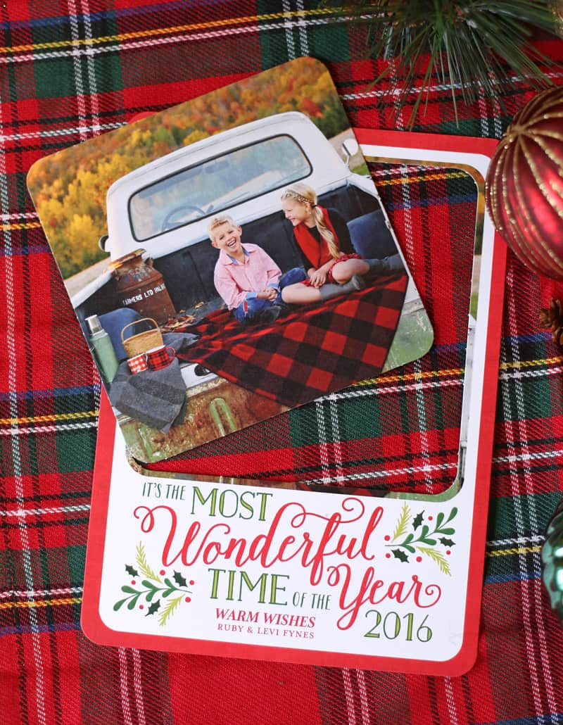 This idea is genius! Christmas card that the photo pops out so you can keep it all year long!! Pop out Christmas cards from Shutterfly