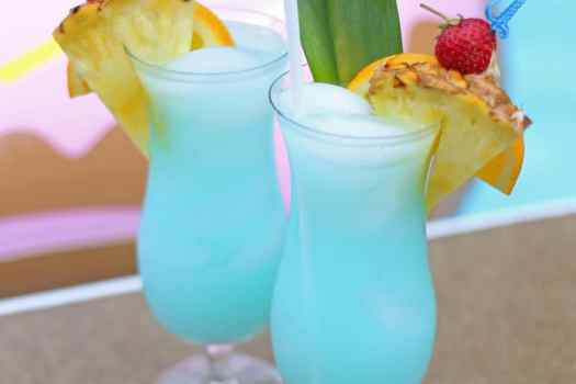 This summer drink is made with gatorade! Perfect Mocktail for a kids pool party