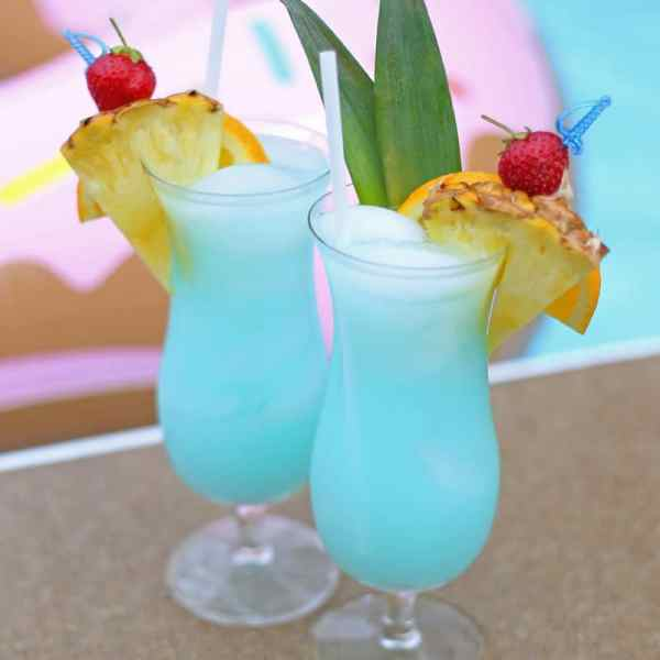 Refreshing Summer Mocktail Recipe featured by top US lifestyle blog, FYNES DESIGNS: This summer drink is made with gatorade! Perfect Mocktail for a kids pool party