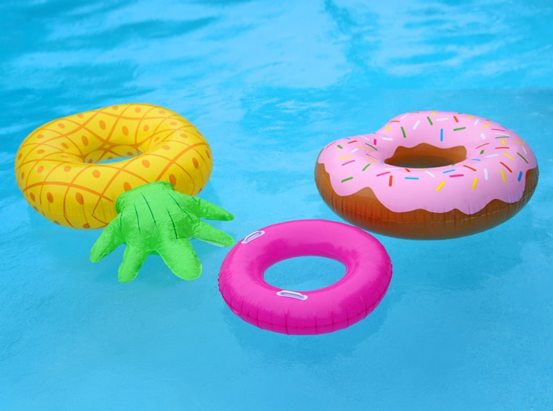 Refreshing Summer Mocktail Recipe featured by top US lifestyle blog, FYNES DESIGNS: Summer pool floaties. Pineapple and donut floaties