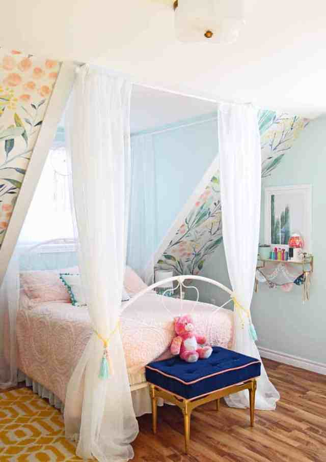 How to decorates a slant ceiling bedroom