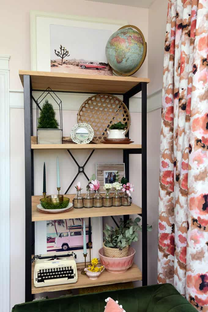 Colorful Modern Living Room Design featured by top US design blog, Fynes Designs: image of Simply styled Living Room Shelves
