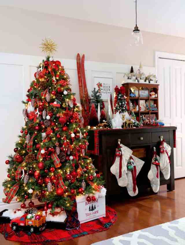 Christmas Home Decor Tour featured by top US design blog, Fynes Designs: Red themed Christmas decorations |  Holiday Home Decor Tour 2019 by popular Nova Scotia life and style blog, FYNE Designs: image of a Christmas tree decorated in red ornaments.