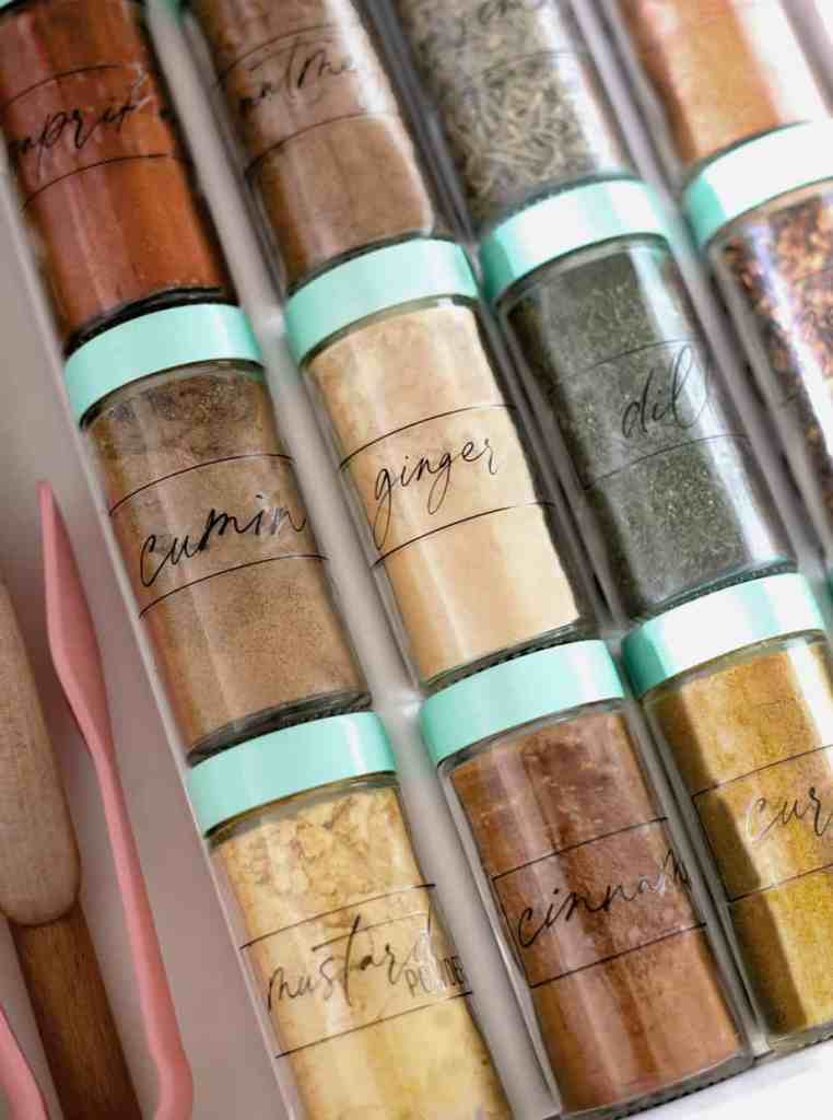Free modern spice jar labels  Pantry Organization Tips by popular Canada interior design blog, Fynes Designs: image of spice jars with modern pantry labels.