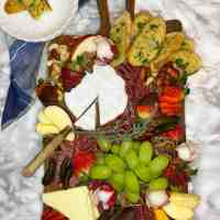Charcuterie Board Presentation: Easy Food Garnish Ideas