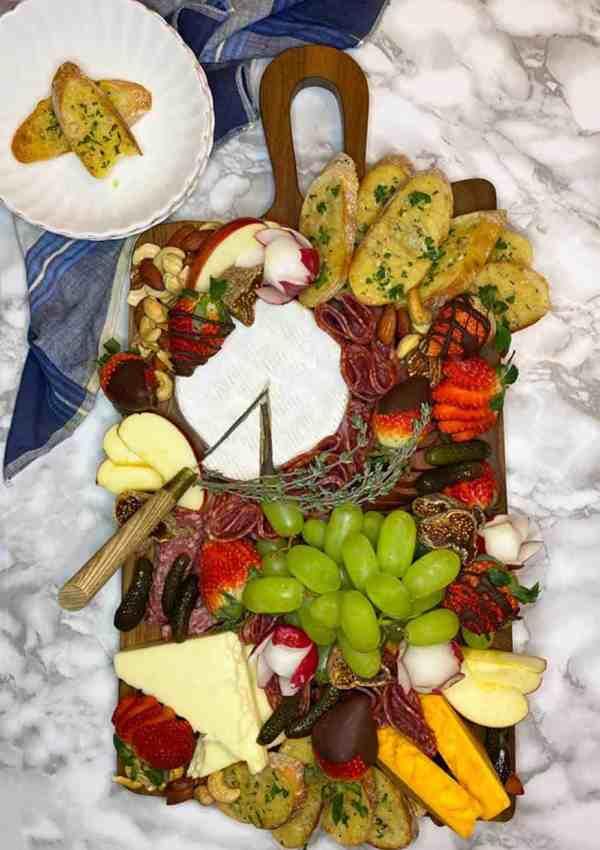 Charcuterie Board Presentation: Easy Food Garnish Ideas
