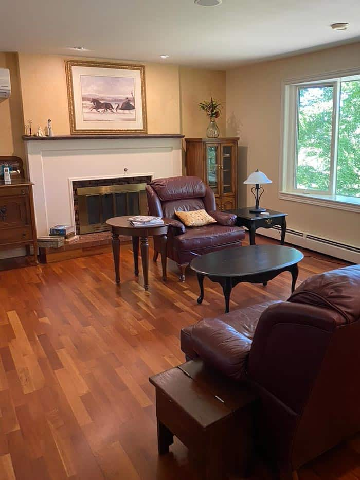 Dated 1990s Living room makeover |Living Room Makeover by popular Canada life and style blog, Fynes Designs: before image of a dated 1990's living room.