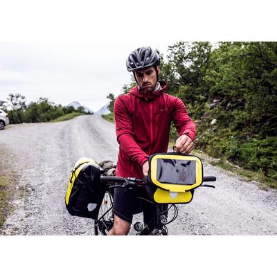 フロントバッグなら、自転車から降りなくても中身が取り出せる