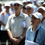 Vârstnicii de peste 75 de ani care au pensia de 704 lei vor beneficia de tichete de masă electronice