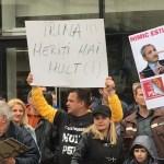 VIDEO Protest anti-PSD la mitingul social-democraților de la Iași / Dragnea: E un semnal serios către primarii PNL să-i voteze pe conducătorii lor care vor să-i aducă în sapă de lemn / Încet, încet vor ieși la iveală adevărații penali