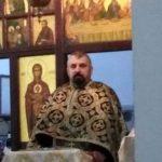Anchetă extinsă în cazul preotului Daniel Rece, acuzat de pornografie infantilă: trei fete i-ar fi căzut victime / ID-ul de Instagram al uneia dintre ele a fost găsit notat pe un calendar în altarul bisericii / Preotul a fost arestat pentru 30 de zile