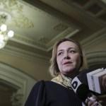Carmen Dan a demisionat de la Ministerul de Interne acuzând-o pe Viorica Dăncilă că a cedat presiunilor președintelui Iohannis