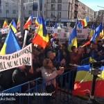 VIDEO Miting antiguvernamental la Buzău în apărarea unui cercetător schimbat de ministrul Agriculturii de la șefia Băncii de gene. Costel Vânătoru, apărat de PSD și Dan Puric cu mesaje naționaliste