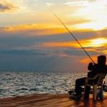 Noi reguli pentru pescari: sunt obligați să stea la 10 metri unul de altul și să nu socializeze. Grătarele și alcoolul, interzise pe baltă