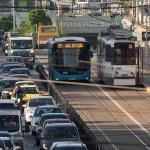 Digi24: Dezastru după o zi de proiect-pilot în București: Tramvaiele, blocate pe șinele distruse de autobuze. Călătorii, mai mult pe jos