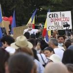 """DOCUMENT Mugur Mihăescu """"Garcea"""" a fost recrutat de Securitate pentru a-și turna colegii din familii de militari/ Mihăescu, unul dintre liderii protestului conspiraționist anti-COVID, a scris note despre relațiile personale, valuta și rudele din străinătate ale acestora"""