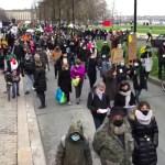 """Mii de oameni au protestat în Franța împotriva legii privind securitatea globală, care ar viza introducerea """"instrumentelor de supraveghere în masă"""""""