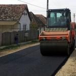Comuna cu toate străzile asfaltate cu ajutorul fondurilor europene / Primarul a câștigat al treilea mandat cu peste 90% din voturi / În plan: Extinderea școlii, bazin de înot, miniteren de fotbal și de tenis